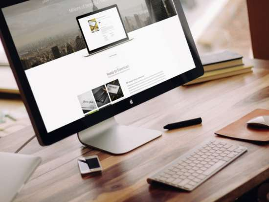 apple_imac_on_desk_mockup