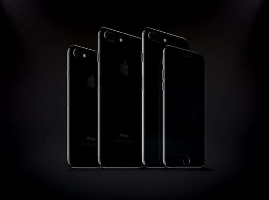 iphone_7_and_iphone_7_plus_jet_black_mockups