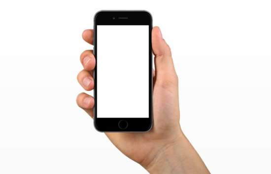iphone_6_in_hand_mockup