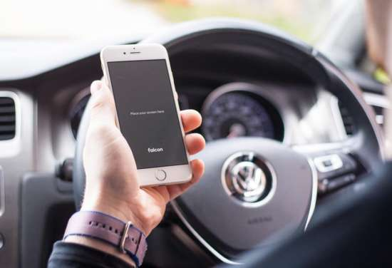 iphone_in_car_mockup