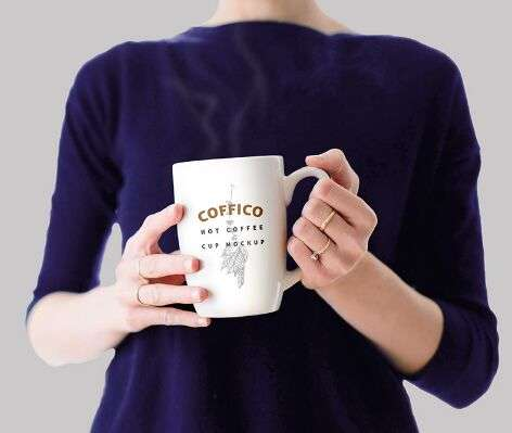 free_woman_holding_a_coffee_mug_mockup_psd
